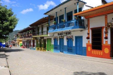 près de la place du libérateur à Jardin - l'autre ailleurs en Colombie, une autre idée du voyage
