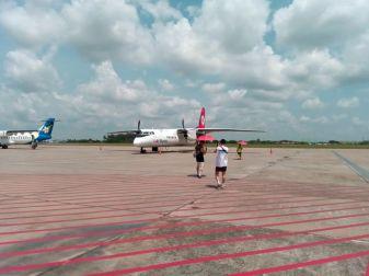 sur le tarmac de l'aéroport de Vientiane - l'autre ailleurs, une autre idée du voyage