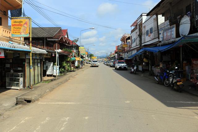 Huay Xai, la rue principale ...et puis plus rien - l'autre ailleurs, une autre idée du voyage
