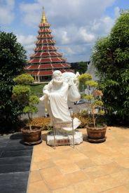 près de l'énorme Bouddha blanc près de Chiang Rai - l'autre ailleurs, une autre idée du voyage