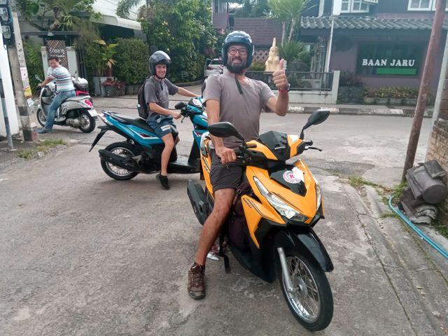 journée visite des temples à Chiang Rai avec Pierre et en scooter - l'autre ailleurs, une autre idée du voyage