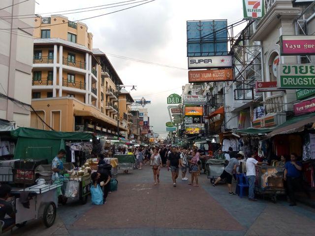 Khao San Road la journée...avant le rush de la nuit à Bangkok - l'autre ailleurs, une autre idée du voyage