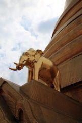 détail du temple Wat Arun Ratchawararam Ratchawaramahawihan à Bangkok - l'autre ailleurs, une autre idée du voyage