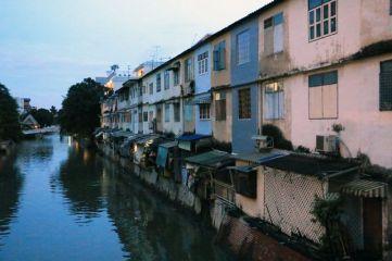 maison au bord d'un canal (Klong) à Bangkok - l'autre ailleurs, une autre idée du voyage