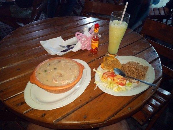 dernier dîner à Santa Marta, cassolette de possions et fruits de mer - l'autre ailleurs en Colombie, une autre idée du voyage