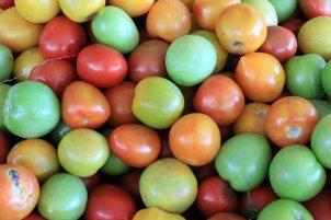 tomates dans le marché principal de Santa Marta - l'autre ailleurs en Colombie, une autre idée du voyage