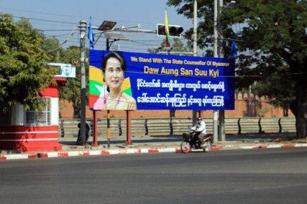 Affiche de Aung San Suu Kyi à Mandalay - l'autre ailleurs au Myanmar (Birmanie) et Thaïlande, une autre idée du voyage