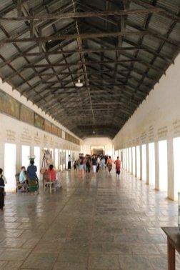 A l'entrée d'un des 2000 temples et pagodes de Bagan - l'autre ailleurs au Myanmar (Birmanie) et Thaïlande, une autre idée du voyage