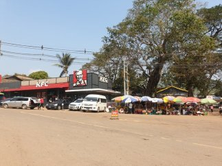 incroyable restaurant ici à Kin Pun, près du site de Golden Rock - l'autre ailleurs au Myanmar (Birmanie) et Thaïlande, une autre idée du voyage
