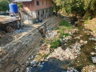 dans la petite ville de Kin Pun, sous ce pont une petite rivière mais surtout la décharge publique :( - l'autre ailleurs en Thaïlande, une autre idée du voyage