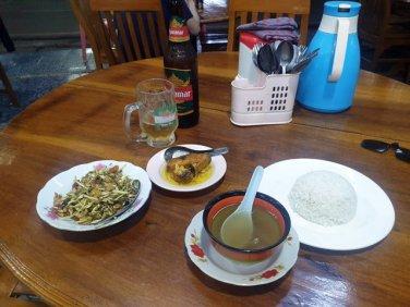 dîner à Kin Pun, près du site de Golden Rock - l'autre ailleurs au Myanmar (Birmanie) et Thaïlande, une autre idée du voyage