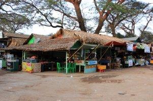boutiques dans la petite ville de Kin Pun - l'autre ailleurs au Myanmar (Birmanie) et Thaïlande, une autre idée du voyage