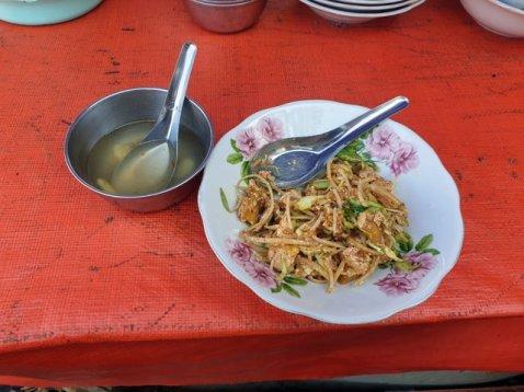 déjeuner sur le site de Golden Rock (le rocher d'or) - l'autre ailleurs au Myanmar (Birmanie) et Thaïlande, une autre idée du voyage