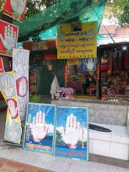 Voyance en montant sur Mandalay Hill - l'autre ailleurs au Myanmar (Birmanie) et Thaïlande, une autre idée du voyage