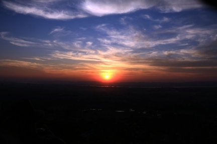 Coucher de soleil au sommet de Mandalay Hill - l'autre ailleurs au Myanmar (Birmanie) et Thaïlande, une autre idée du voyage