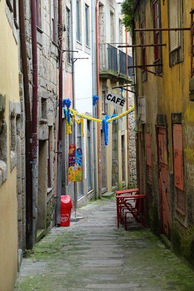ruelle dans le Porto historique- l'autre ailleurs à Porto, une autre idée du voyage