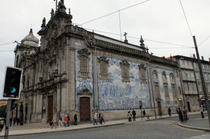 Azulejos sur une église - l'autre ailleurs à Porto, une autre idée du voyage