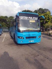 le bus n° 187, depuis l'aéroport vers le centre ville de Colombo (200 Roupies soit 1 €) - l'autre ailleurs au Sri-Lanka, une autre idée du voyage