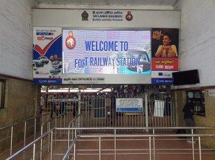 bienvenue dans la gare ferroviaire de Colombo - l'autre ailleurs au Sri-Lanka, une autre idée du voyage