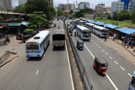 la circulation dans Colombo, un enfer de bruit et d'odeur - l'autre ailleurs au Sri-Lanka, une autre idée du voyage