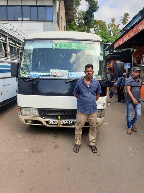 notre mini-bus vers Dambulla - l'autre ailleurs au Sri-Lanka, une autre idée du voyage