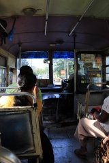 dans le bus qui nous ramène depuis Dambulla Cave Temple vers la ville de Dambulla - l'autre ailleurs au Sri-Lanka, une autre idée du voyage