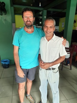 avec le serveur dans ce restaurant dans la partie ville moderne de Galle - l'autre ailleurs au Sri-Lanka, une autre idée du voyage