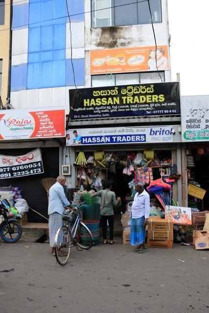 dans une rue de la partie ville moderne de Galle - l'autre ailleurs au Sri-Lanka, une autre idée du voyage