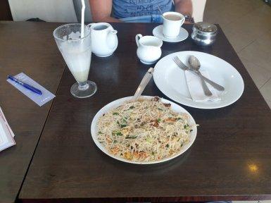 déjeuner, nouilles au poisson - l'autre ailleurs au Sri-Lanka, une autre idée du voyage