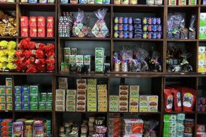 Magasin de thé dans l'usine de thé, Kadugannawa/Geragama, tout près de Kandy - l'autre ailleurs au Sri-Lanka, une autre idée du voyage