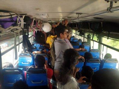 les joies du bus à voyager debout, ici de Ella à Matara - l'autre ailleurs au Sri-Lanka, une autre idée du voyage