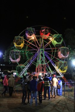 la fête pour la pleine lune (full moon party) à Nuwara Elyia - l'autre ailleurs au Sri-Lanka, une autre idée du voyage
