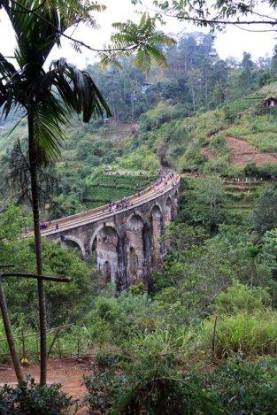 le pont à 9 marches du chemin de fer, près d'Ella, l'attraction du coin - l'autre ailleurs au Sri-Lanka, une autre idée du voyage