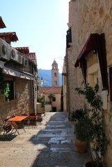 dans un rue de la vieille ville de Dubrovnik - l'autre ailleurs en Croatie, une autre idée du voyage