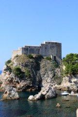 le fort Lovrijenac de Dubrovnik vue depuis les remparts qui ceinturent la vieille ville - l'autre ailleurs en Croatie, une autre idée du voyage