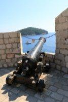 canon depuis les remparts qui ceinturent la vieille ville de Dubrovnik - l'autre ailleurs en Croatie, une autre idée du voyage