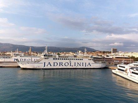 bateau au départ du port de Split - l'autre ailleurs en Croatie, une autre idée du voyage