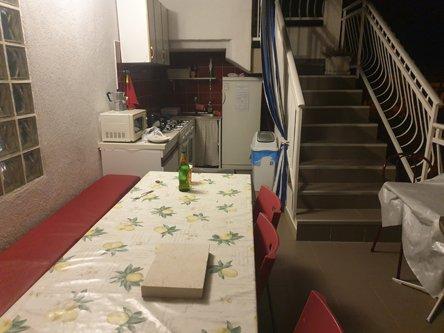 la cuisine commune de l'appartement Rooms Sunce Supetar Island Brač - l'autre ailleurs en Croatie, une autre idée du voyage