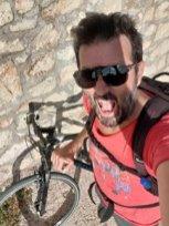 en vélo ça grimpe sur l'île de Brač - l'autre ailleurs en Croatie, une autre idée du voyage