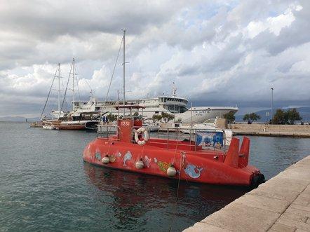 le port des gros et des moins gros bateaux de Supetar sur l'île de Brač - l'autre ailleurs en Croatie, une autre idée du voyage