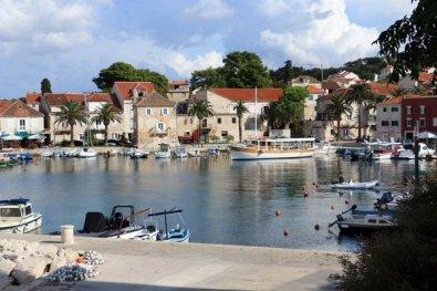 dans un petit port pas très loin Supetar sur l'île de Brač - l'autre ailleurs en Croatie, une autre idée du voyage