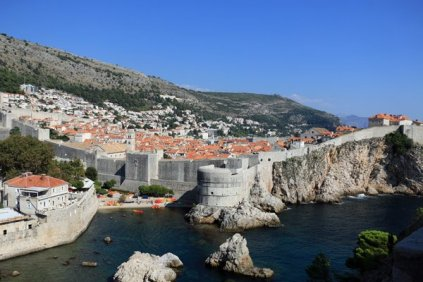 la vue de la vieille ville fortifiée depuis le haut du fort Lovrijenac à Dubrovnik - l'autre ailleurs en Croatie, une autre idée du voyage