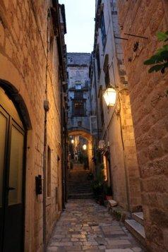 dans la rue de la vieille ville de Dubrovnik - l'autre ailleurs en Croatie, une autre idée du voyage