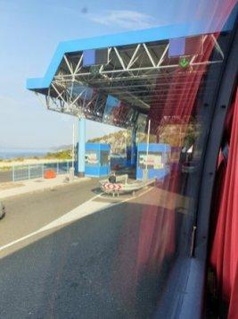arrêt à la frontière avec la Bosnie , depuis le bus pour Split - l'autre ailleurs en Croatie, une autre idée du voyage