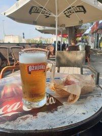 à mon mon arrivée à Split, déjeuner frugal à la gare routière - l'autre ailleurs en Croatie, une autre idée du voyage
