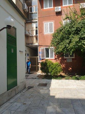 Sweet Dreams Apartments, l'immeuble (le rouge) de mon appartement dans le centre historique de Zadar - l'autre ailleurs en Croatie, une autre idée du voyage