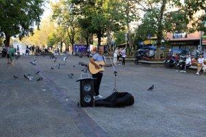 chanteur de rue à Chiang Mai - l'autre ailleurs au Myanmar (Birmanie) et Thaïlande, une autre idée du voyage