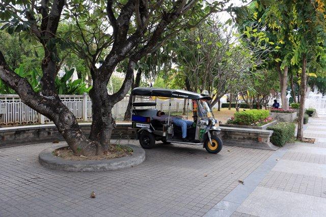 pause sieste du tuc-tuc driver - l'autre ailleurs au Myanmar (Birmanie) et Thaïlande, une autre idée du voyage