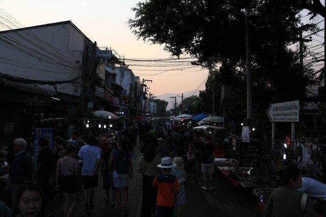 le marché de nuit du dimanche dans Chiang Mai - l'autre ailleurs au Myanmar (Birmanie) et Thaïlande, une autre idée du voyage