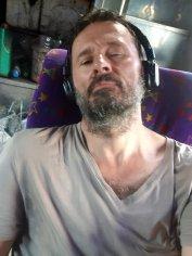 dans le bus de Pak à Chiang Mai, je dors d'un œil et de l'autre je prends la photo ;-) - l'autre ailleurs au Myanmar (Birmanie) et Thaïlande, une autre idée du voyage